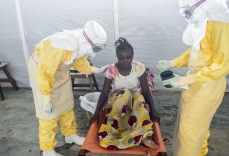 女性がエボラで死ぬまで(20枚)