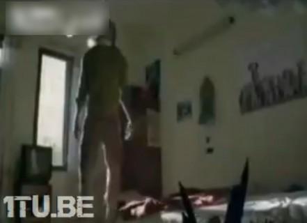 ボロい家に住んでるやつが首吊り自殺しようとするとこうなる・・・