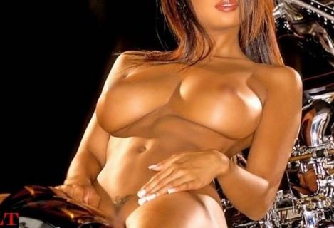 【画像】アメリカで活躍する日本人ヌードモデルの身体ヤバすぎ・・・