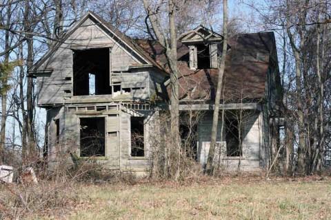 【画像】中国の探検家が見つけた捨てられた家。その内側は恐ろしいものだった
