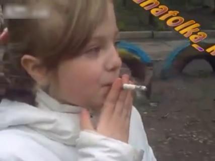 【動画】最近は小学生でもタバコ吸うんだね