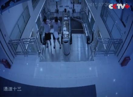 """【閲覧注意】中国のエスカレーター死亡事故。事故の瞬間の """"3分前の映像"""" が公開され話題に"""