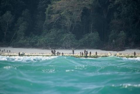 何千年もの間、島に来る人々を殺し続けた民族。北センチネル島のセンチネル族
