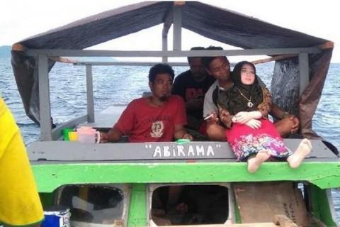セ○クス人形を知らないインドネシアの漁師がセ○クス人形を拾った結果・・・(画像)