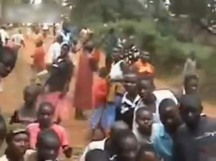 """【閲覧注意】アフリカの """"魔女狩り"""" 動画がヤバい"""