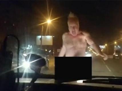夜、裸の男が女の子の車に入っていった。その後の、女の子の画像…(1枚)