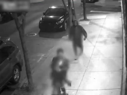 19歳の女の子レ●プ未遂。夜、アメリカの街を歩くのがどれだけ怖いかがよく分かる映像