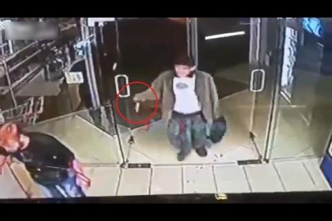 【閲覧注意】公園でヤバい奴とケンカした男の末路・・・ (動画)