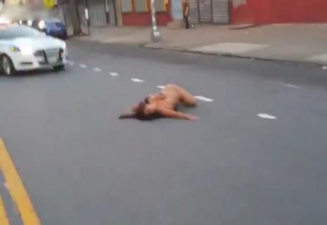 【動画】クスリやり過ぎて人生終わった全裸女・・・