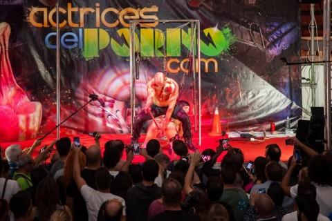 """バルセロナで行われた """"エロ祭り"""" 、レベル高すぎだろ・・・(画像)"""