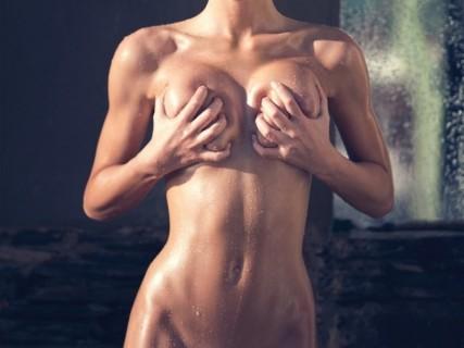 【画像】こんな完璧な女性の全裸を見た事がない