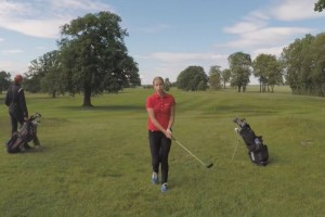 【動画】ゴルフがうまく出来なくてイライラしてる女の子をドローンで撮影していたら・・・