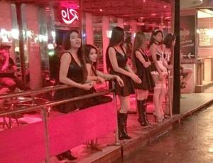 タイの国王が死去した結果・・・売春婦たちが・・・(画像)