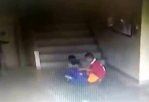 """【動画】""""ヤバい父親"""" を持つ子供を、絶対にいじめてはいけなかった・・・"""
