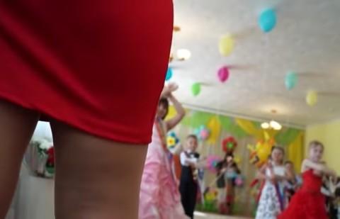 """エロいパパが幼稚園で """"子供を撮ったはず"""" のビデオ確認した結果・・・(動画)"""