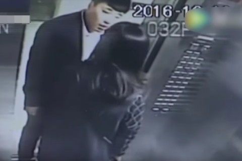 エレベーターでタバコを吸う中国人男を注意した女性はこうなる