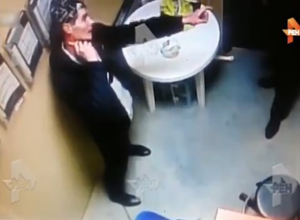 【動画】万引き犯を事務所で追い詰めすぎた結果・・・最悪の事態に
