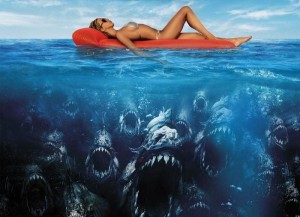 サメがウヨウヨいる海に落ちた場合 vs. ピラニアがウヨウヨいる川に落ちた場合