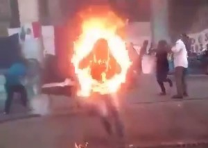 【閲覧注意】詳細が分からない、人間が燃やされてるビデオって怖すぎだろ