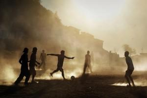 """【閲覧注意】ISISの """"サッカー"""" をご覧ください。ボールはもちろん・・・(動画)"""