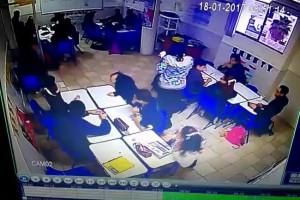 【動画】メキシコの中学生、授業中に銃を乱射し先生やクラスメートを半殺しに。3人が重傷、1人が死亡