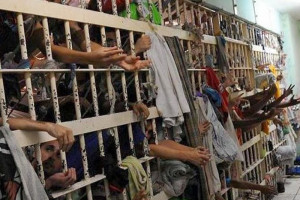 【閲覧注意】定員620人の刑務所に1100人閉じ込めた結果・・・