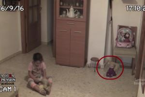 幼い娘が怯えているので、家の中に監視カメラを仕掛けた結果 ⇒ 信じられないものが写っていた…(動画)