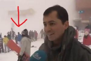 スキーリゾートのマネージャー、雪崩で客が埋められてるのに笑顔でインタビューに答え批判殺到