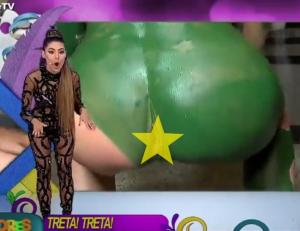 【動画】モデルの肛門が生放送で丸見えになってしまう放送事故。これはTV史上最悪だわ…