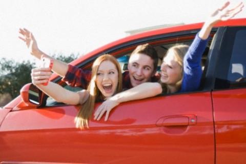 【閲覧注意】イケイケの若者グループ(男2人・女2人)、調子に乗って車を飛ばしすぎた結果…