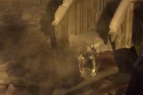 -40℃の北極で熱湯ぶちまけた結果・・・(動画)