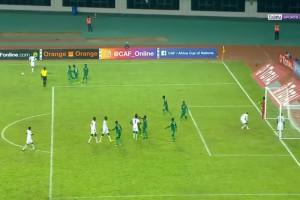 【動画】サッカーのセネガル代表、試合中に「黒魔術を使用する」という史上初の珍事を起こす