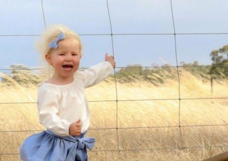 娘を撮影した写真を見てぞっとした。彼女はいつ殺されてもおかしくなかったのだ…(画像)