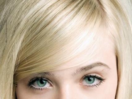 【画像】あの18歳人気女優、ピンク色の乳首をポロリしてしまう・・・これはエロい