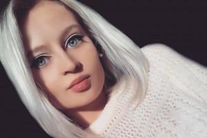 ロシアで「ラブドール(セ○クス人形)」にしか見えない美女が話題に