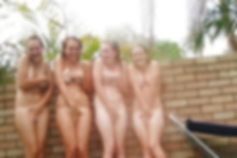 【画像】外で美少女が全裸になってるんだけど・・・