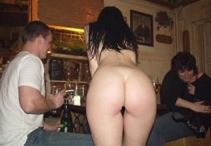 """【画像】""""全裸美女"""" が料理持ってきてくれる激エロレストランに行ってきた…!(20枚)"""