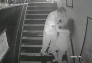 繁華街で超怖いレ●プ映像が撮影される・・・(動画)