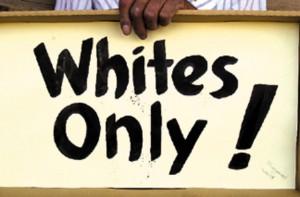 アメリカがヤバいぐらい炎上している「2人の白人男性が1人の黒人女性にやった事」のビデオ