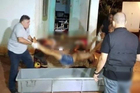 【閲覧注意】18歳の女の子、大勢の男たちに襲われ、おっぱい丸出しのまま・・・(画像)