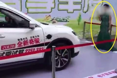これは酷い。中国の自動車イベントで女性を立たせて「自動ブレーキシステム」試した結果・・・(動画)