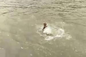 【動画】ナニカに襲われた!? インドのガンジス川で溺れ死ぬ人物の映像が怖すぎると話題に