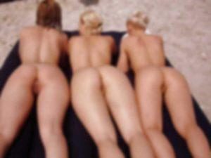 10代の美少女「みんなでヌーディストビーチ来た!」 ⇒ マジでエロすぎる・・・(画像)