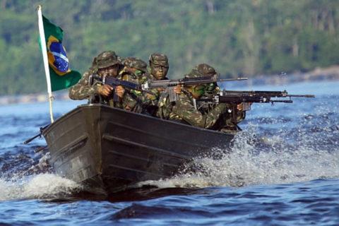 【閲覧注意】ブラジルの銀行強盗、アマゾン川に逃げたらアマゾン軍出動 ⇒ めっちゃくちゃにされる…(動画)
