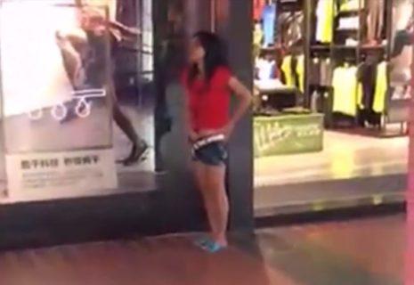 外で若い女の子がマスターベーションしてるんだけど・・・(動画)