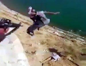 【閲覧注意】ISIS、めちゃくちゃにされる・・・もはやかわいそう・・・(動画)