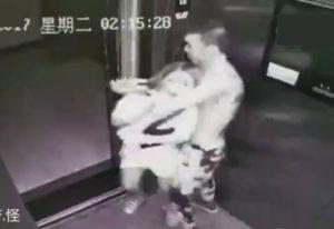 【動画】エレベーターで美女がレ●プ魔と遭遇した結果・・・