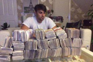 【画像】SNSで流行ってる若者の「お金持ち自慢」、ガチで凄い…