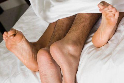 【閲覧注意】嫁と知らない男が全裸でセ○クスした後の画像