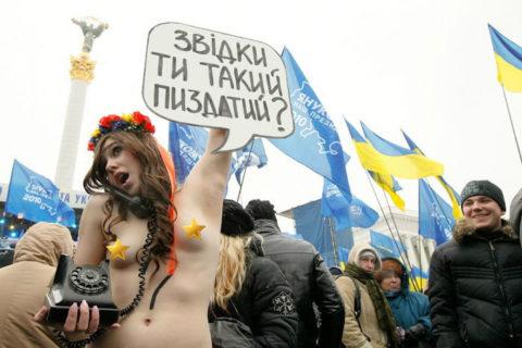 【画像】FEMENとかいうウクライナの美人ヌーディスト抗議集団エロすぎだろ・・・(20枚)